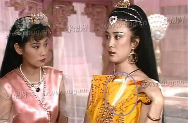 Coi mà tức với loạt lỗi trang phục ở phim Trung: Kéo tới pha rách áo của Địch Lệ Nhiệt Ba mà quạu á! - Ảnh 13.