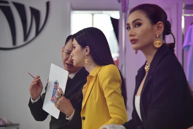 Hương Giang ngẫu hứng hát Cò lả để nhắc nhở thí sinh nhí chọn trang phục hơi cứng tuổi - Ảnh 4.