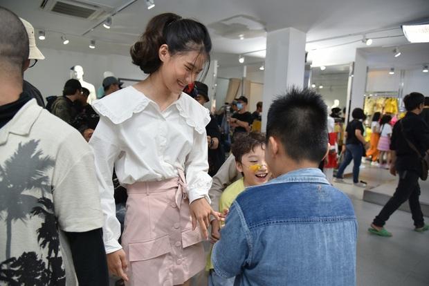 Hương Giang ngẫu hứng hát Cò lả để nhắc nhở thí sinh nhí chọn trang phục hơi cứng tuổi - Ảnh 7.
