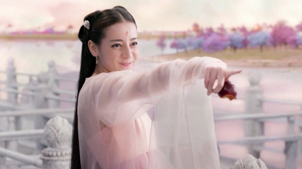 Coi mà tức với loạt lỗi trang phục ở phim Trung: Kéo tới pha rách áo của Địch Lệ Nhiệt Ba mà quạu á! - Ảnh 1.