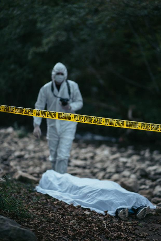 Người phụ nữ chết trên núi, gia đình tổ chức tang lễ mới phát hiện ra thi thể nạn nhân mất đầu và một loạt uẩn khúc bị cảnh sát che giấu - Ảnh 1.