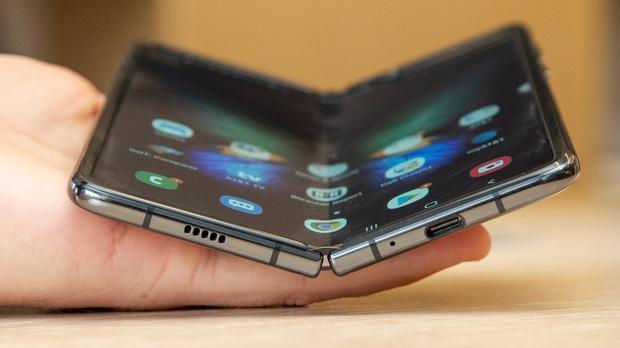 Samsung Galaxy Fold Lite - smartphone màn hình gập giá rẻ của Samsung sẽ ra mắt sớm hơn dự tính? - Ảnh 1.