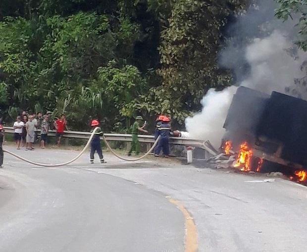 Cháy xe container trên Quốc lộ 12, tài xế bỏng nặng - Ảnh 1.
