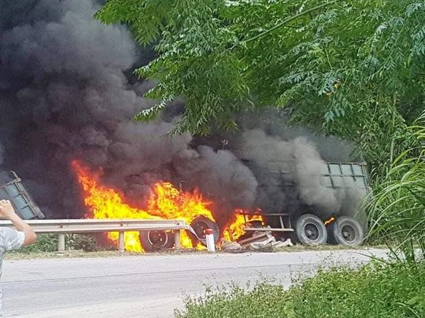 Cháy xe container trên Quốc lộ 12, tài xế bỏng nặng - Ảnh 2.