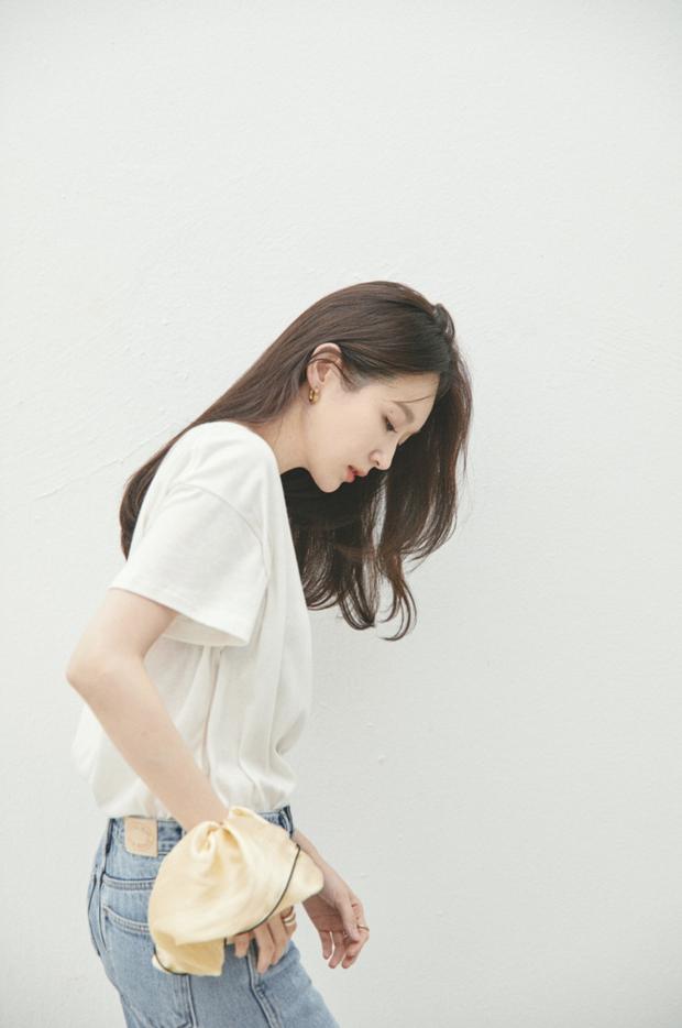 Thành viên nhóm Davichi mở thương hiệu riêng, bị chỉ trích vì đồ quá đắt: Chun buộc tóc vải giá sương sương 1,1 triệu - Ảnh 1.
