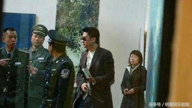 Loạt scandal choảng nhau chấn động Cbiz: Triệu Vy bạo lực, Trần Quán Hy bị đánh bất tỉnh nhân sự nhưng chưa bằng vụ cuối - Ảnh 11.