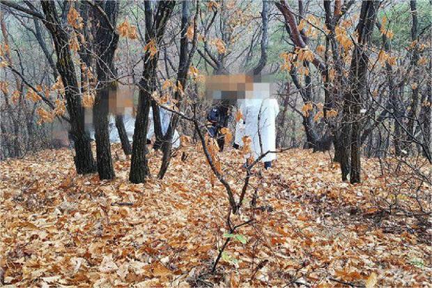 Người phụ nữ chết trên núi, gia đình tổ chức tang lễ mới phát hiện ra thi thể nạn nhân mất đầu và một loạt uẩn khúc bị cảnh sát che giấu - Ảnh 3.