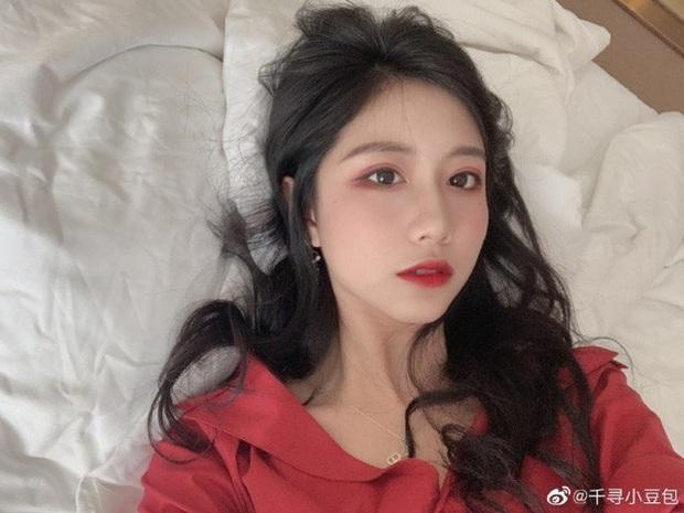 Nữ BLV nóng bỏng của Trung Quốc dính phốt vạ miệng, gọi Faker là thiểu năng rồi phải cuống cuồng xin lỗi - Ảnh 3.