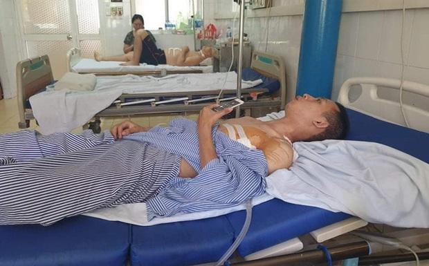Vụ cướp tiệm vàng, đâm người truy đuổi ở Hà Nội: Nam sinh viên bị đâm phải phẫu thuật phổi, bỏ lỡ kỳ thi tốt nghiệp - Ảnh 2.