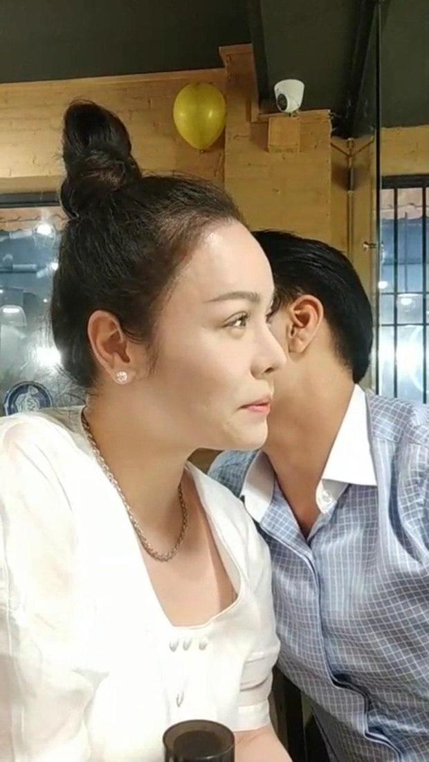 Nhật Kim Anh công khai tình tứ cùng trai lạ hậu ồn ào giành con, nhưng hoá ra lại là người quen - Ảnh 2.