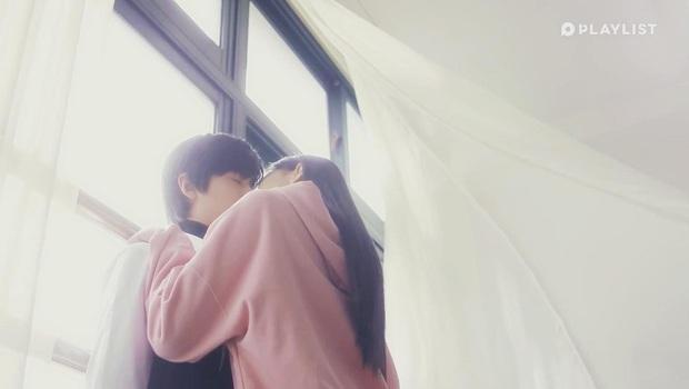 Cặp đôi Produce 101 hôn nhau tung màn gây sốt ở web drama học đường Pop Out Boy - Ảnh 5.
