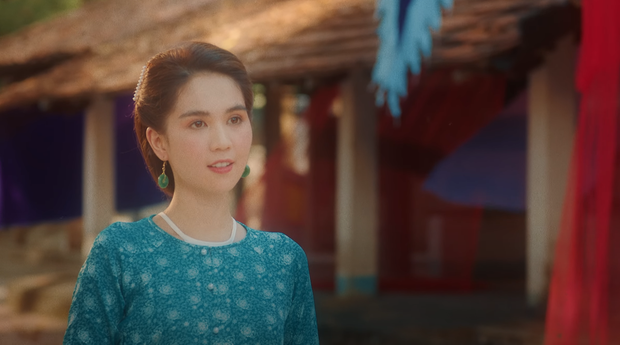 Chi Pu hóa thân thành nghệ sĩ cải lương, bất lực nhìn Ngọc Trinh và Quang Sự chết cháy giữa dòng sông trong MV Cung Đàn Vỡ Đôi - Ảnh 4.