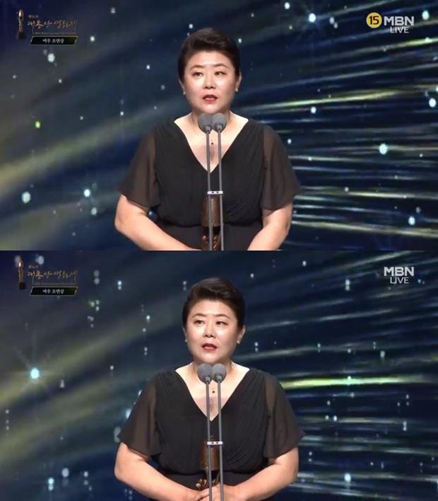 Toàn cảnh Oscar Hàn Quốc lần thứ 56: Parasite thắng lớn nhưng vẫn thua Lee Byung Hun ở hạng mục cực quan trọng - Ảnh 14.