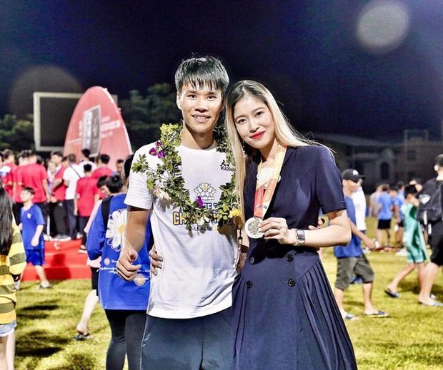 Học vấn dàn bạn gái cầu thủ Việt: Ai cũng biết vợ sắp cưới của Công Phượng siêu đỉnh nhưng 3 nàng nữa cũng chẳng kém! - Ảnh 3.