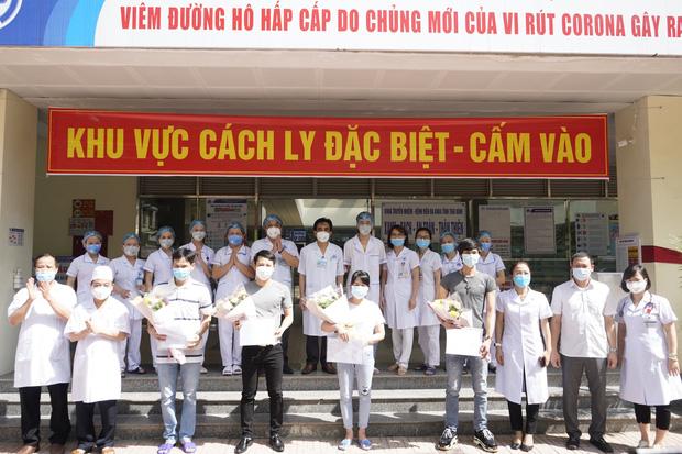 Thêm 4 bệnh nhân Covid-19 được công bố khỏi bệnh, Việt Nam chỉ còn điều trị 26 ca bệnh - Ảnh 1.