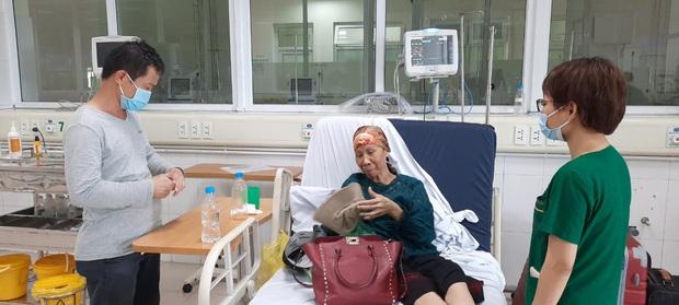 Bác gái bệnh nhân 17 xuất viện về TP.HCM sau gần 3 tháng điều trị Covid-19 - Ảnh 1.