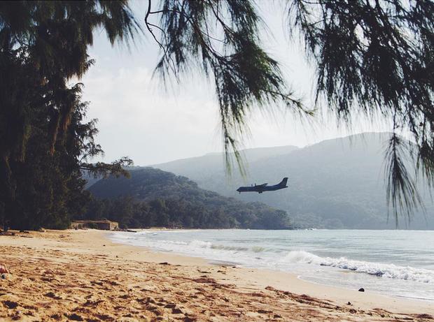 """Một sân bay ở Việt Nam khiến ai cũng """"khiếp vía"""" khi lần đầu nhìn thấy: Phi cơ hạ cánh ngay cạnh nơi du khách... tắm biển? - Ảnh 7."""