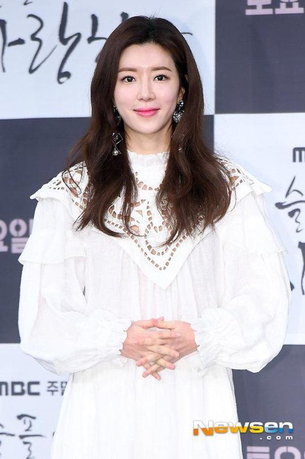NÓNG: Chồng nữ diễn viên Park Han Byul thừa nhận môi giới mại dâm, biển thủ trong bê bối lớn nhất lịch sử Burning Sun - Ảnh 2.