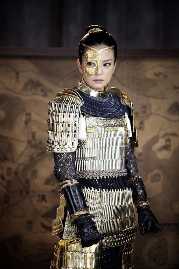 10 nữ tướng siêu ngầu màn ảnh Hoa ngữ: Ai cũng đẹp lịm người nhưng đều khó mà vượt mặt Triệu Lộ Tư ở một điểm - Ảnh 9.