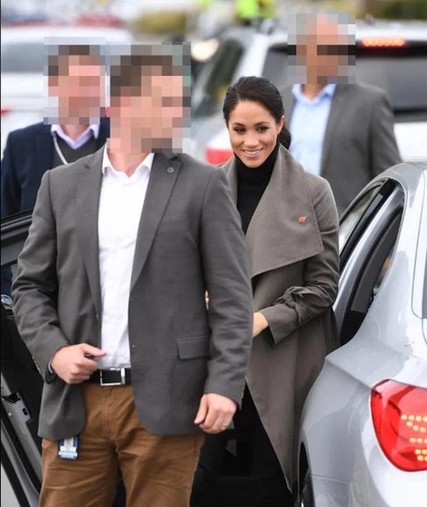 Vợ chồng Meghan Markle và Harry bị tố thất hứa khi vẫn dùng tước hiệu Hoàng gia trước đây của mình sau khi đã dứt áo ra đi - Ảnh 5.