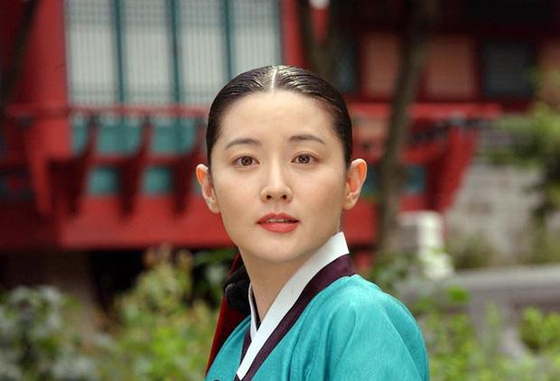 8 nữ minh tinh đắt giá nhất màn ảnh xứ Hàn: Cát xê của bà cả Thế Giới Hôn Nhân đã là gì so với chị đẹp Song Hye Kyo - Ảnh 3.