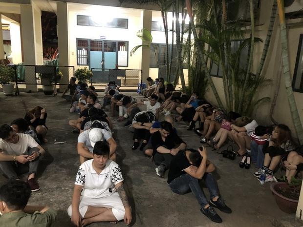 Hàng trăm dân chơi tháo chạy tán loạn khỏi quán bar ở Sài Gòn khi bị kiểm tra - Ảnh 1.