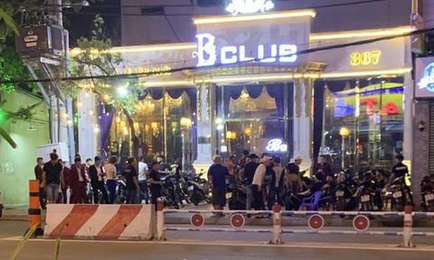 Hàng trăm dân chơi tháo chạy tán loạn khỏi quán bar ở Sài Gòn khi bị kiểm tra - Ảnh 2.