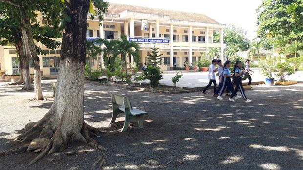 Dư luận bức xúc với thầy giáo cấp 2 ở Tây Ninh bị tố dâm ô 4 nam sinh, bắt kéo khóa quần và xem phim nhạy cảm - Ảnh 2.