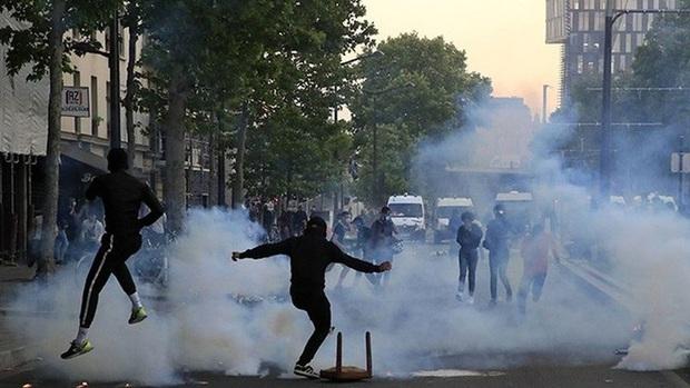 Biểu tình phản đối phân biệt chủng tộc và bạo lực cảnh sát tại Pháp - Ảnh 1.