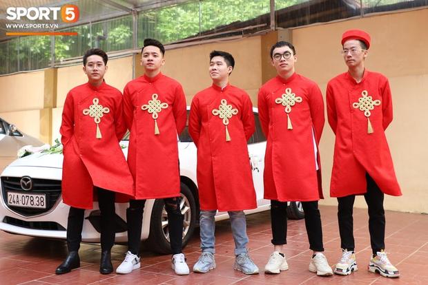 Xịn như Gấu, tậu luôn dàn tuyển thủ xuất sắc nhất lịch sử Liên Quân Mobile Việt Nam làm đội bê tráp cho đám cưới khiến fan phát cuồng - Ảnh 1.