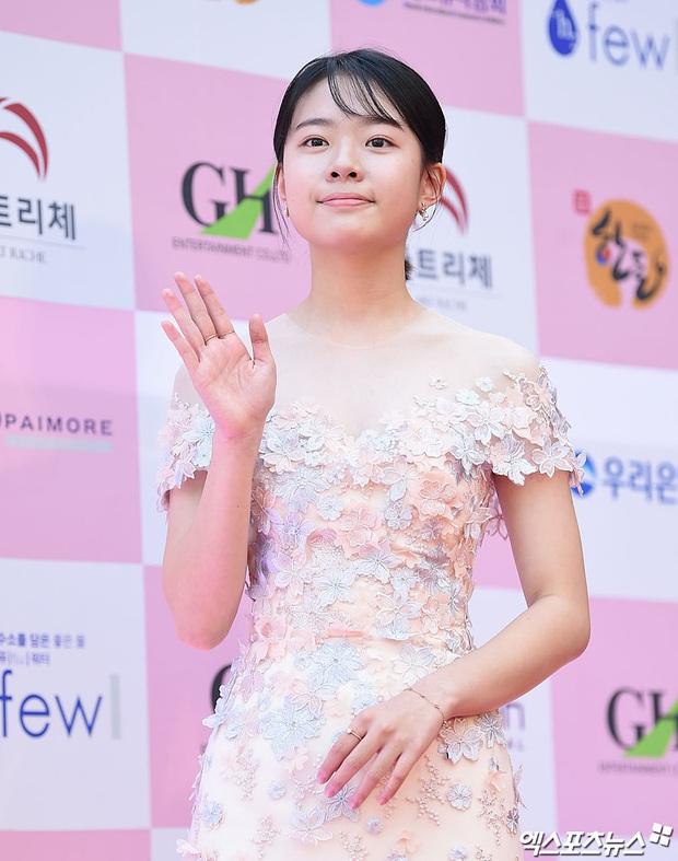 Eun Jung (T-Ara) và Park Bom (2NE1) hút hết truyền thông trước dàn diễn viên hot, đến Jung Hae In cũng lép vế ở thảm đỏ Oscars Hàn Quốc? - Ảnh 16.