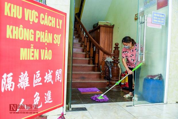 Phun khử khuẩn khu cách ly thương nhân Trung Quốc sang Lục Ngạn thu mua vải thiều - Ảnh 2.