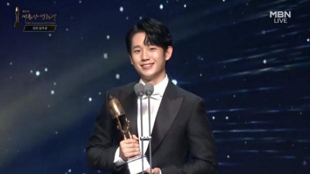 Toàn cảnh Oscar Hàn Quốc lần thứ 56: Parasite thắng lớn nhưng vẫn thua Lee Byung Hun ở hạng mục cực quan trọng - Ảnh 18.