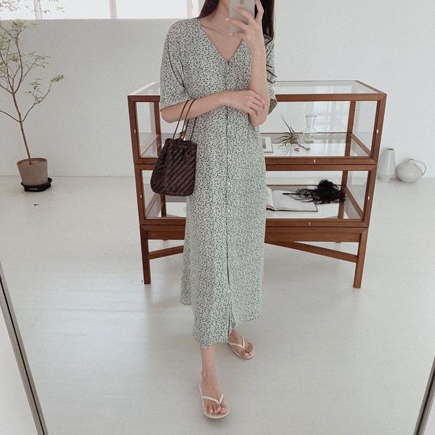 Nắng nóng kinh hoàng, nàng công sở muốn diện váy cho mát thì hãy ưu tiên 5 kiểu thanh lịch và xinh tươi hết ý sau - Ảnh 12.