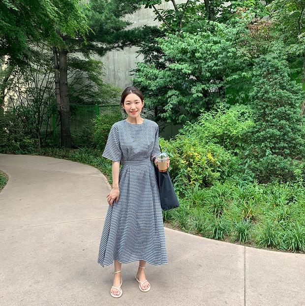 Nắng nóng kinh hoàng, nàng công sở muốn diện váy cho mát thì hãy ưu tiên 5 kiểu thanh lịch và xinh tươi hết ý sau - Ảnh 17.
