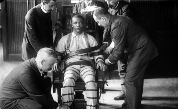 Tử tù trẻ nhất nước Mỹ bị hành quyết trên ghế điện: Bị kết án chỉ trong 10 phút nhưng mất 70 năm mới được minh oan vì nạn phân biệt chủng tộc - Ảnh 3.