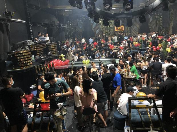 Hàng trăm dân chơi tháo chạy tán loạn khỏi quán bar ở Sài Gòn khi bị kiểm tra - Ảnh 3.