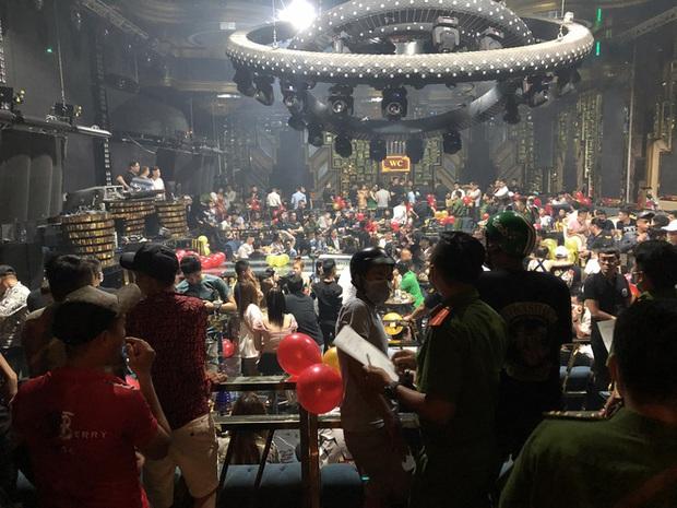 Hàng trăm dân chơi tháo chạy tán loạn khỏi quán bar ở Sài Gòn khi bị kiểm tra - Ảnh 4.