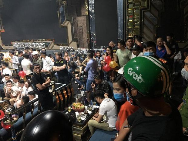 Hàng trăm dân chơi tháo chạy tán loạn khỏi quán bar ở Sài Gòn khi bị kiểm tra - Ảnh 5.