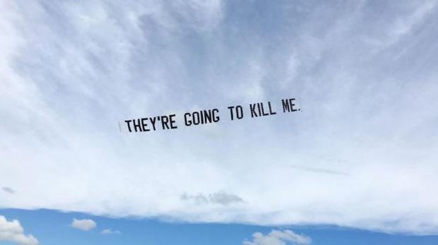 Nghệ sĩ trẻ đưa lời nói cuối cùng của George Floyd lên bầu trời nước Mỹ  - Ảnh 6.