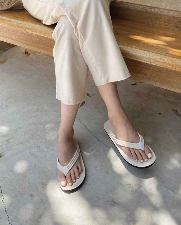 BTV thời trang gọi tên 3 đôi sandal hot nhất Hè 2020, sắm đủ thì style của bạn sẽ ăn chơi chưa từng thấy - Ảnh 8.