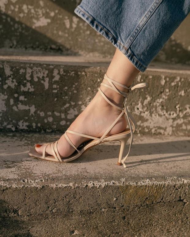 BTV thời trang gọi tên 3 đôi sandal hot nhất Hè 2020, sắm đủ thì style của bạn sẽ ăn chơi chưa từng thấy - Ảnh 10.