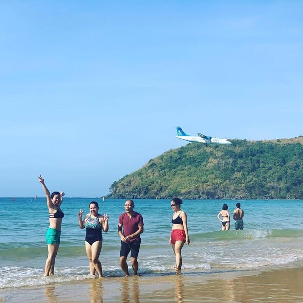 """Một sân bay ở Việt Nam khiến ai cũng """"khiếp vía"""" khi lần đầu nhìn thấy: Phi cơ hạ cánh ngay cạnh nơi du khách... tắm biển? - Ảnh 12."""
