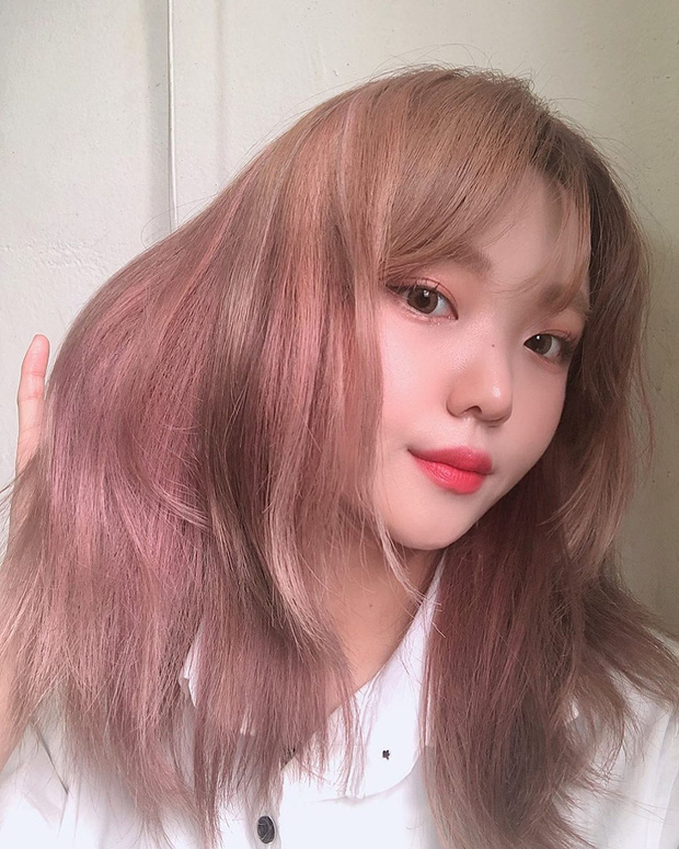 Cứ đến hè là tóc hồng lại hot, ai đang nhăm nhe lột xác thì phải cân nhắc ngay 3 tông siêu xinh mà ít đụng hàng này  - Ảnh 1.