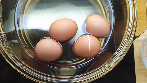 4 sai lầm điển hình khi luộc trứng mà nếu không thay đổi ngay thì chẳng khác nào ăn cũng như không - Ảnh 1.