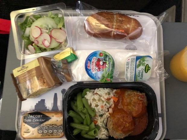 """Những hãng hàng không có suất ăn máy bay còn """"xịn"""" hơn nhà hàng 5 sao, 1 cái tên của Việt Nam cũng góp mặt trong danh sách - Ảnh 30."""