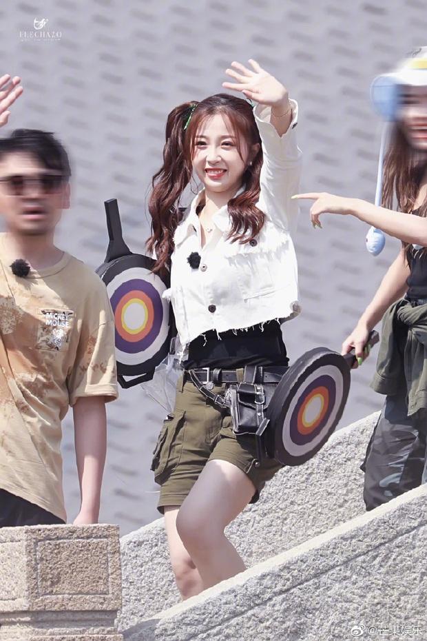 Quân đoàn THE9 rầm rập quay show: Sốc visual vì công chúa Khổng Tuyết Nhi, Ngu Thư Hân - Triệu Tiểu Đường cute xỉu - Ảnh 5.