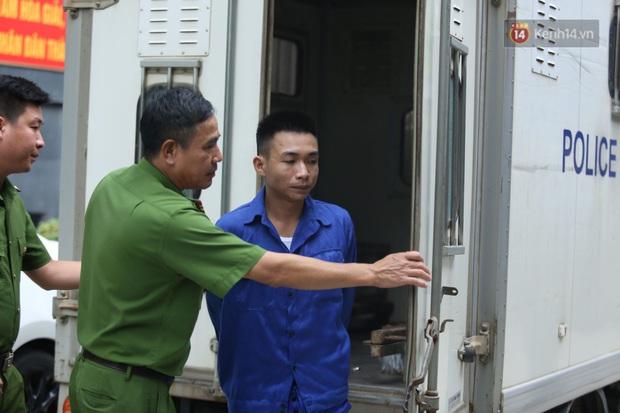 Hoãn phiên xử vụ nam sinh chạy Grab bị sát hại ở Hà Nội, mẹ và chị gái nạn nhân thất thần ra về - Ảnh 3.