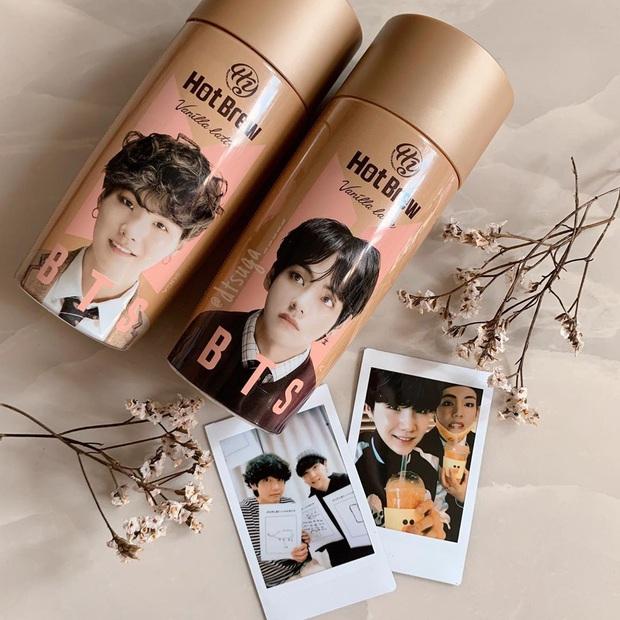 """Giờ mới biết có hẳn bình cafe """"cộp mác"""" các thành viên BTS được bán trên toàn cầu, hàng xách tay tại Việt Nam có giá siêu rẻ - Ảnh 3."""