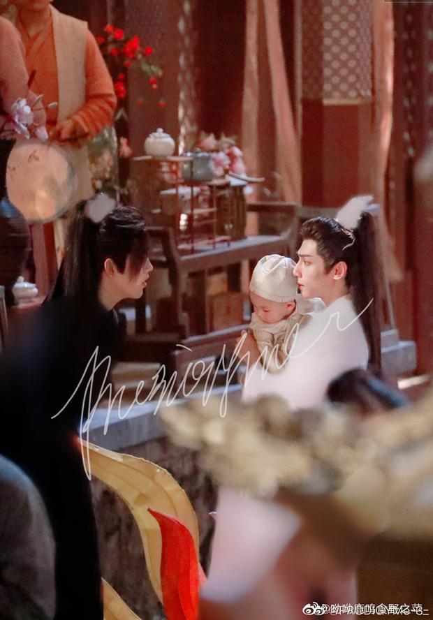 La Vân Hi và Trần Phi Vũ siêu tình tứ tại loạt ảnh ba ngọn nến lung linh ở hậu trường phim đam mỹ  - Ảnh 2.